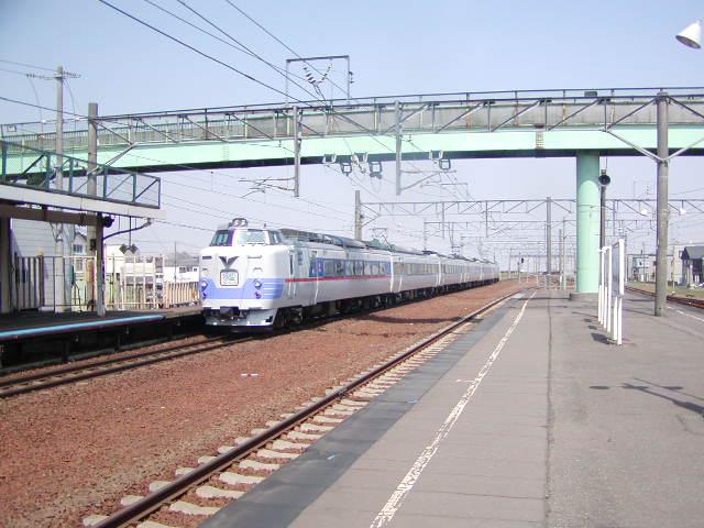 江別駅を通過するライラック