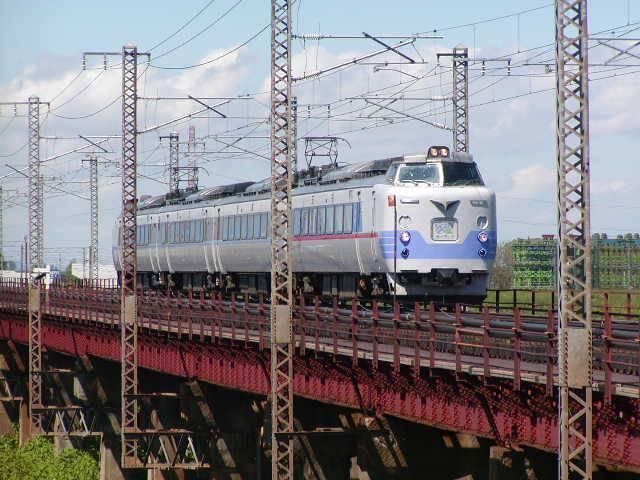 夕張川鉄橋を渡るライラック