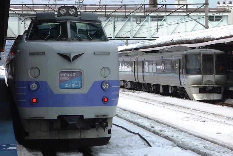 旭川駅 ライラック・エアポートとスーパーホワイトアロー